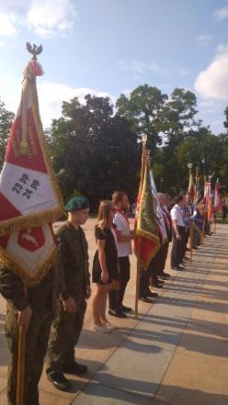 Nasz poczet sztandarowy na uroczystościach upamiętniających Powstanie Warszawskie
